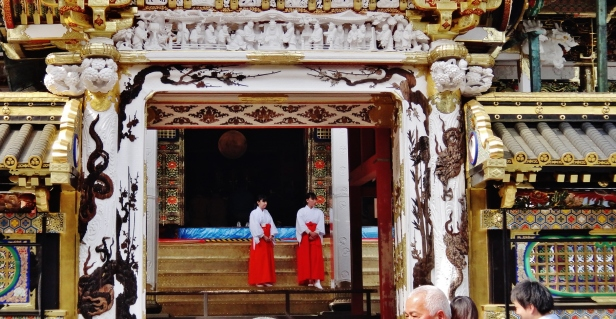 Nikko girls Japan temple red and white.JPG